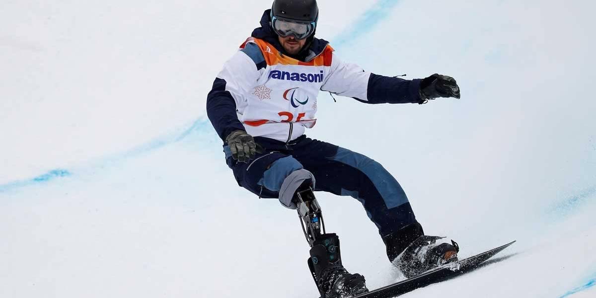 André Cintra fica em décimo no snowboard banked slalom na Paralimpíada