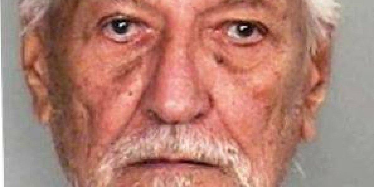 Procesan anciano por amenazar con navaja a un billetero