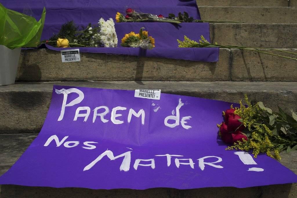 El jueves por la mañana, cuando se difundió la noticia del atentado, varios miles de personas se reunieron frente al ayuntamiento de Río de Janeiro.