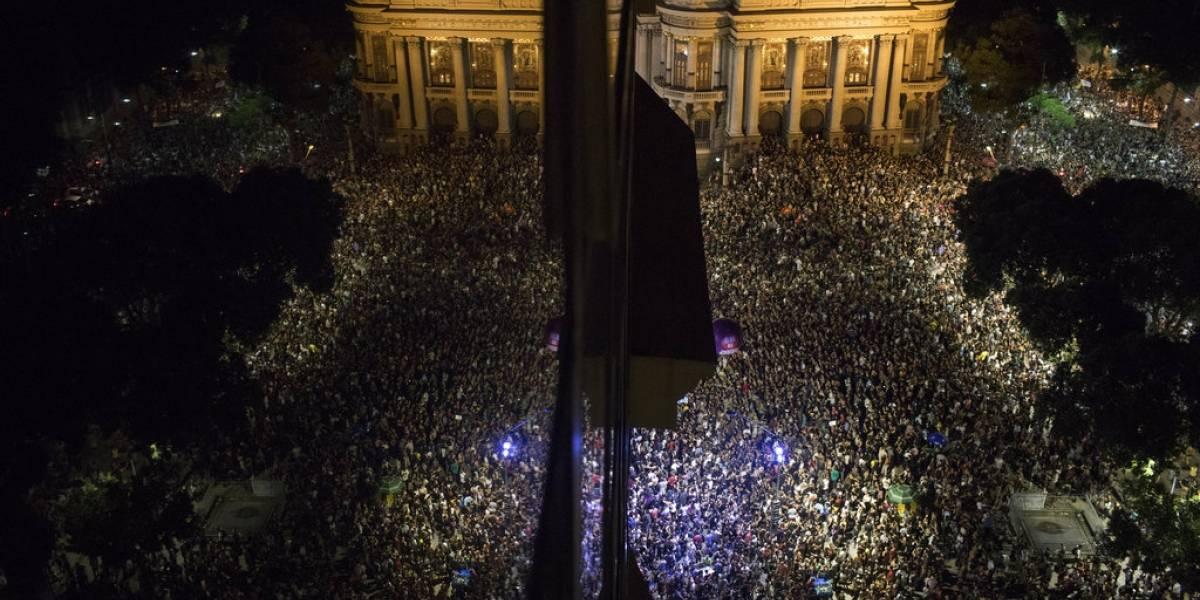 Brasil se vuelca a las calles para homenajear y exigir justicia para la concejal acribillada