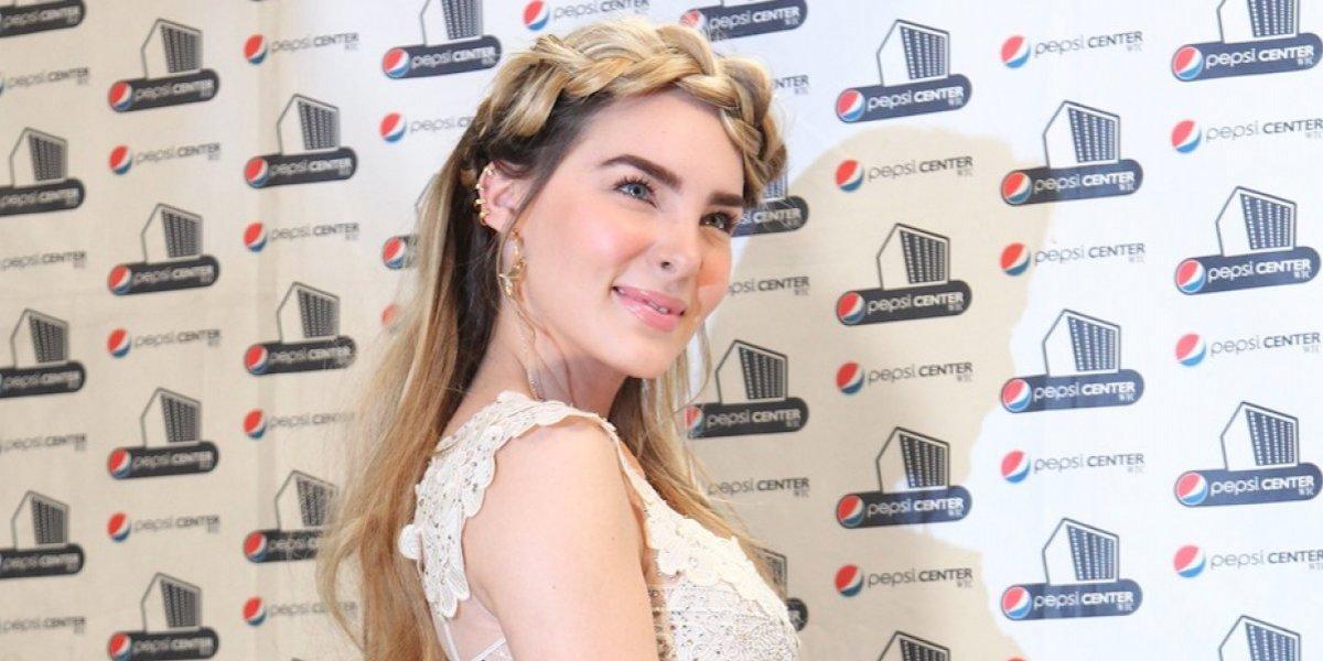 """El candente topless de Belinda provocó que famoso cantante le diera """"Like"""""""