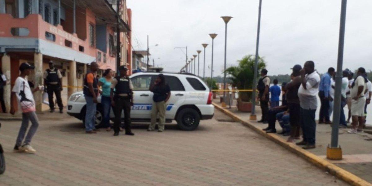 Hallan policías muertos dentro de un patrullero