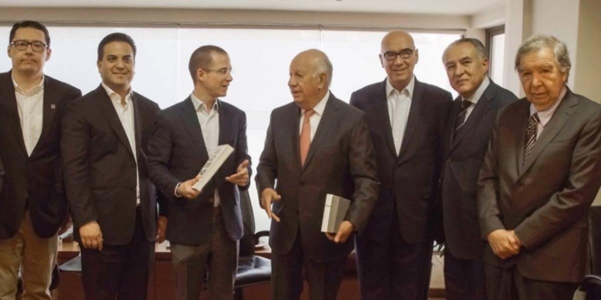 Se reúne Ricardo Anaya con ex presidentes chilenos de la transición a la democracia