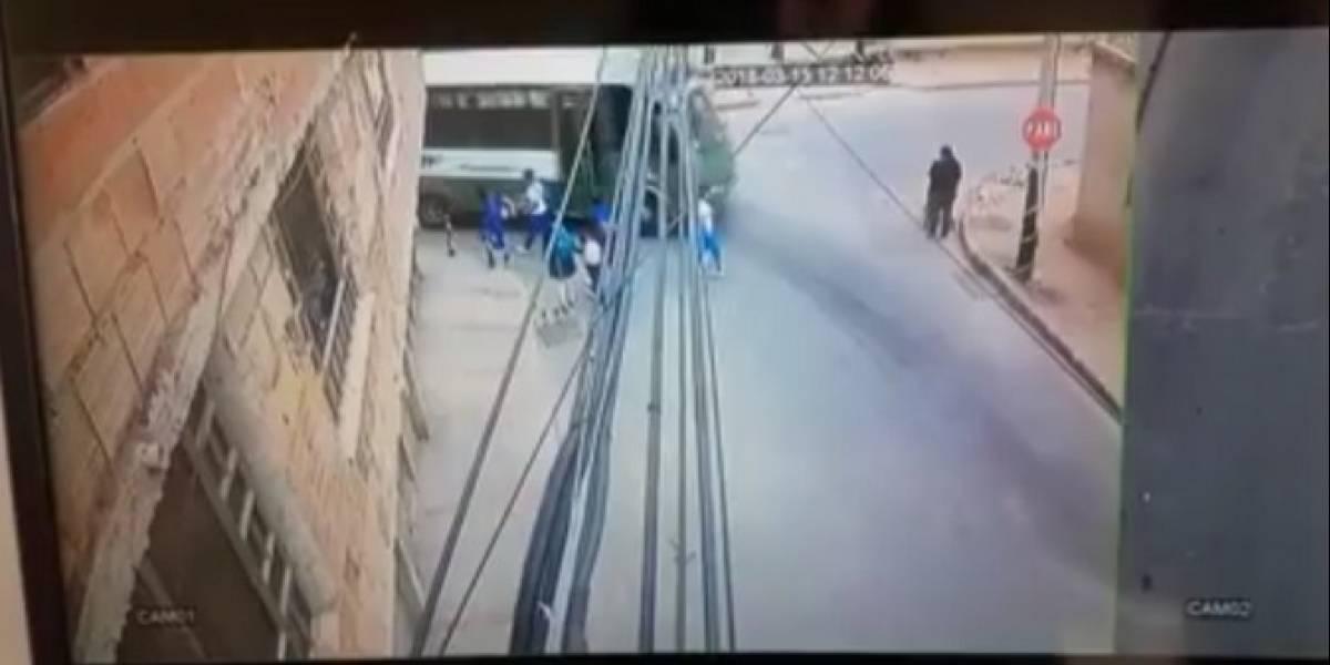 En video quedó registrado cómo bus provisional del SITP arrolla a niña
