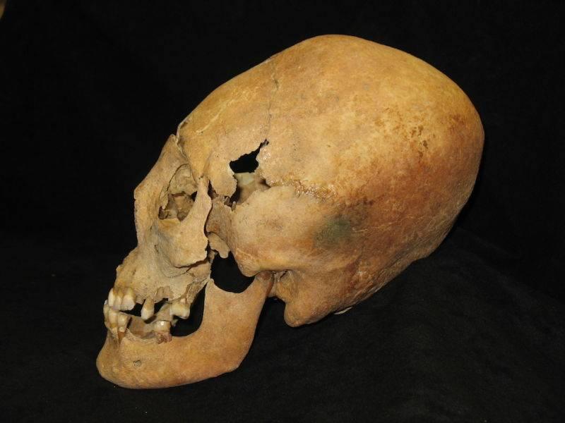 El misterio de los cráneos alargados de la tumba medieval podría haber sido resuelto