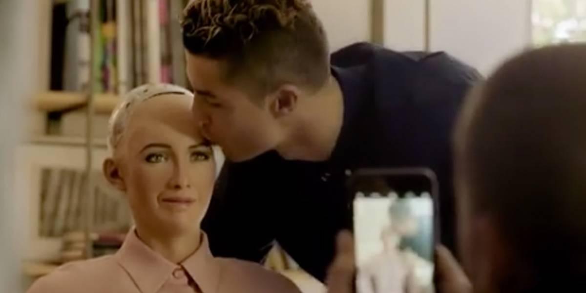 Veja a conversa de Cristiano Ronaldo com a robô humanoide Sophia