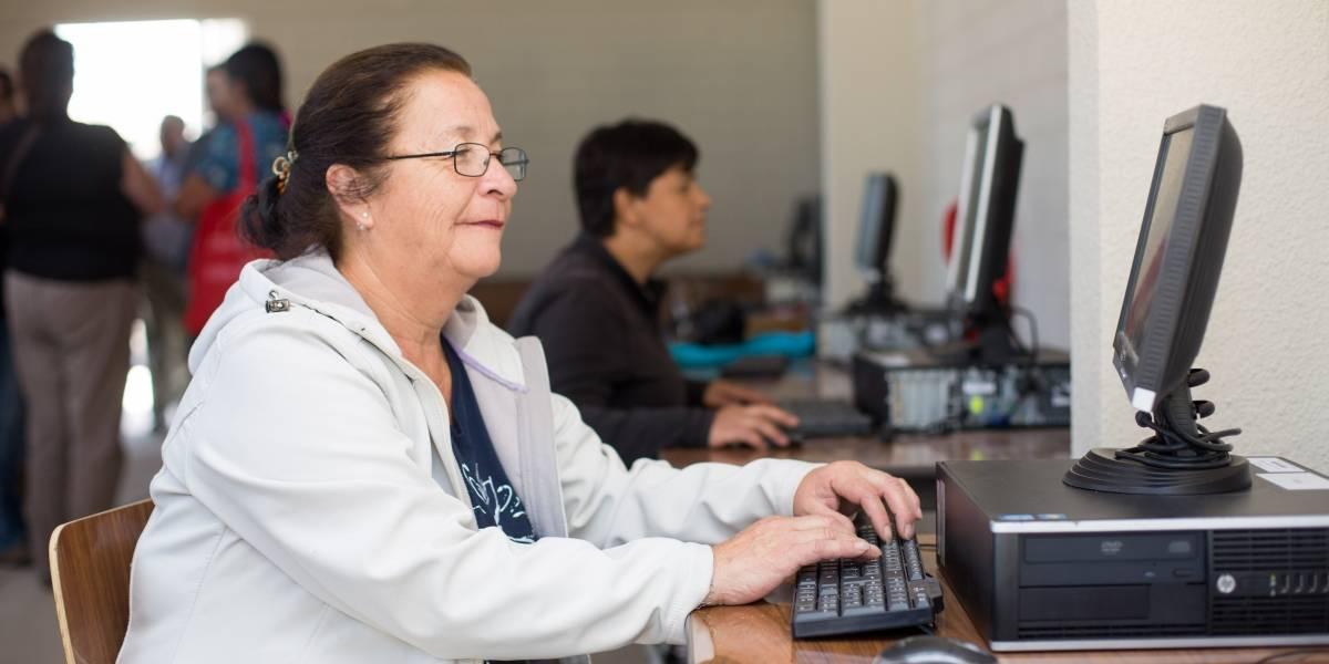 """Proyecto de """"Alfabetización Digital"""" suma cinco nuevos laboratorios e inicia segunda etapa de implementación"""