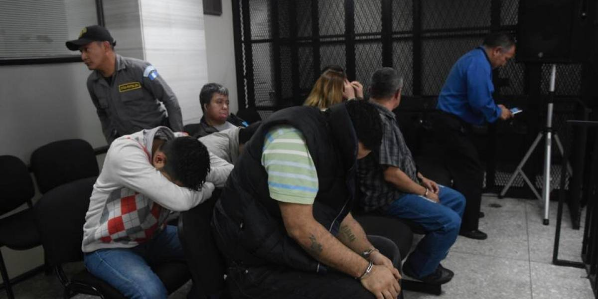 Envían a juicio a nueve personas que estafaban en OLX