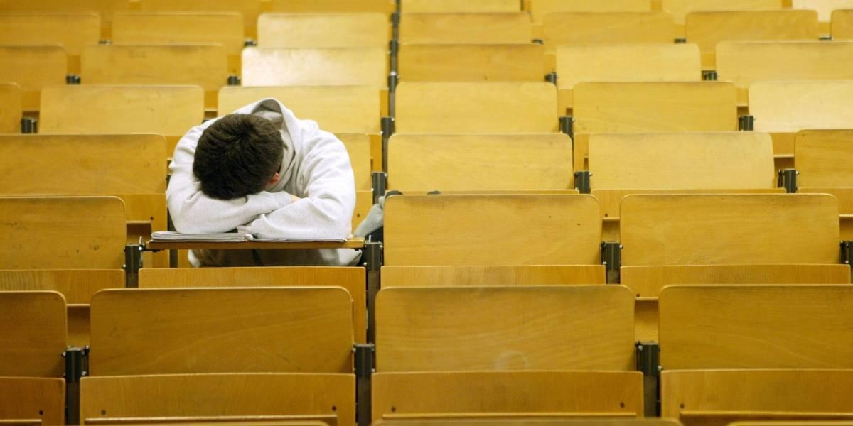 Entidade pede aulas comecem mais tarde para alunos poderem dormir mais