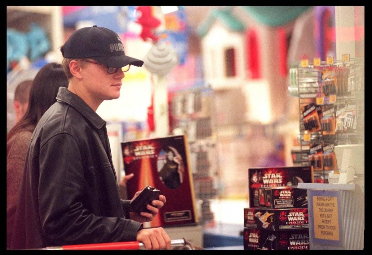 Leonardo Di Caprio fue captado en 1999 comprando en Toys R Us Foto: Getty Images