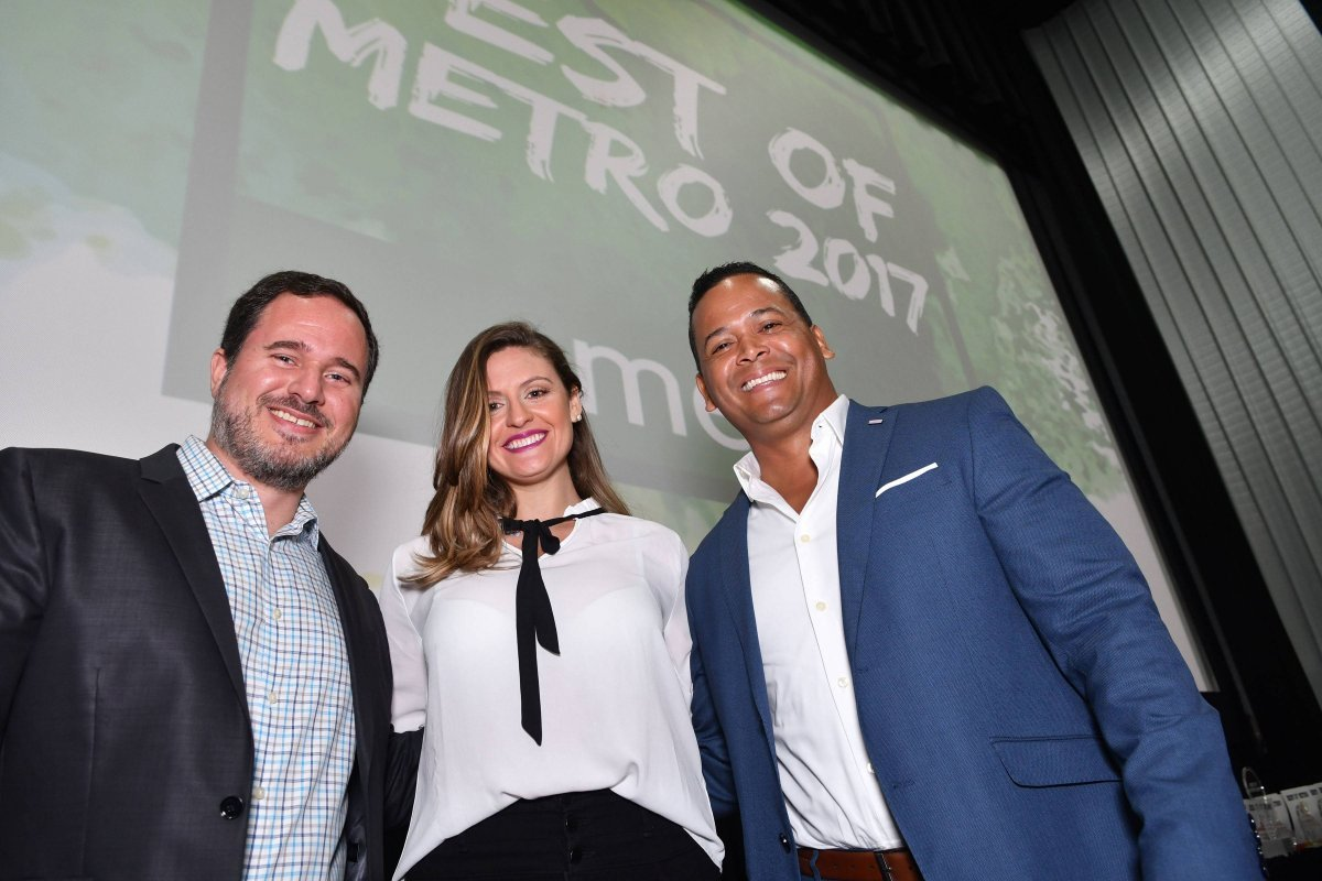 El gerente de ventas, Franscisco Ramis; la gerente de mercadeo, Haydil Rivera; y el gerente general de Metro Puerto Rico, Félix Caraballo entregaron los premios a los ganadores locales. \ Dennis Jones