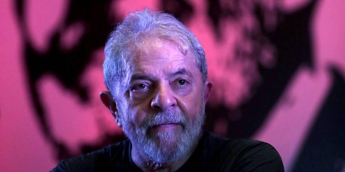 PT lança pré-candidatura de Lula em tom emocional
