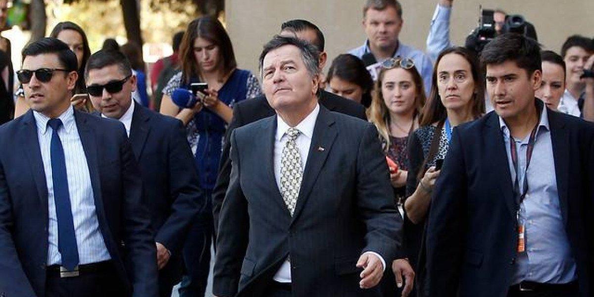 Ampuero viajó a La Haya: aprovechó para desmentir el apoyo de España a demanda boliviana