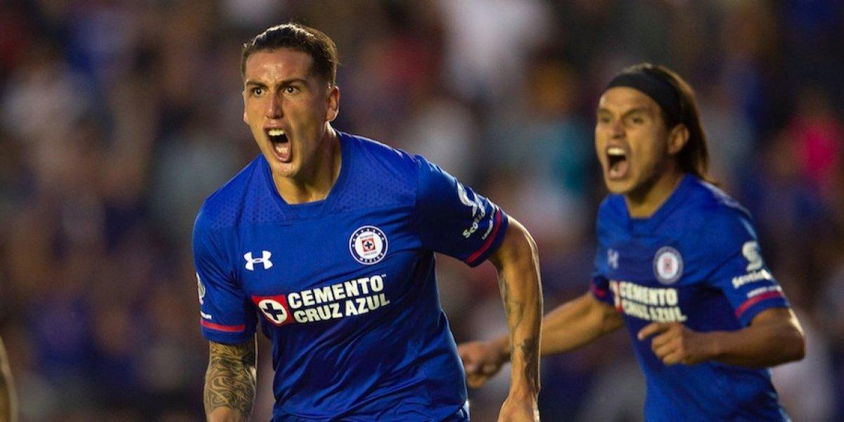 Cruz Azul empata a Pumas en el último minuto del partido