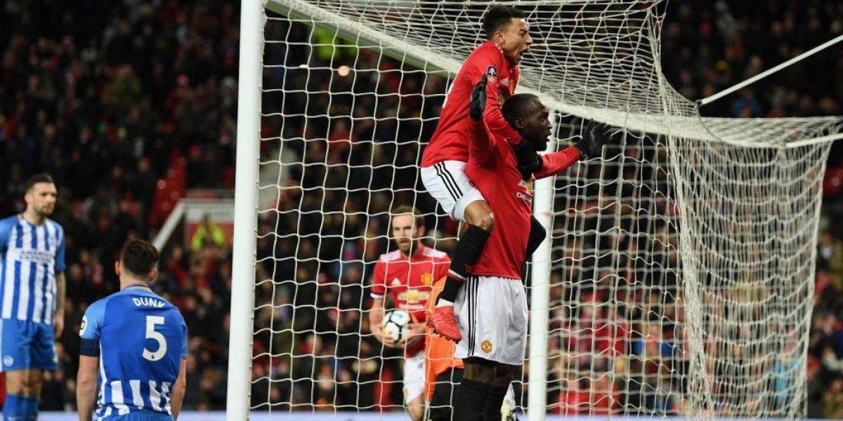 Mourinho deja a Alexis en la banca y el United clasifica en la FA Cup