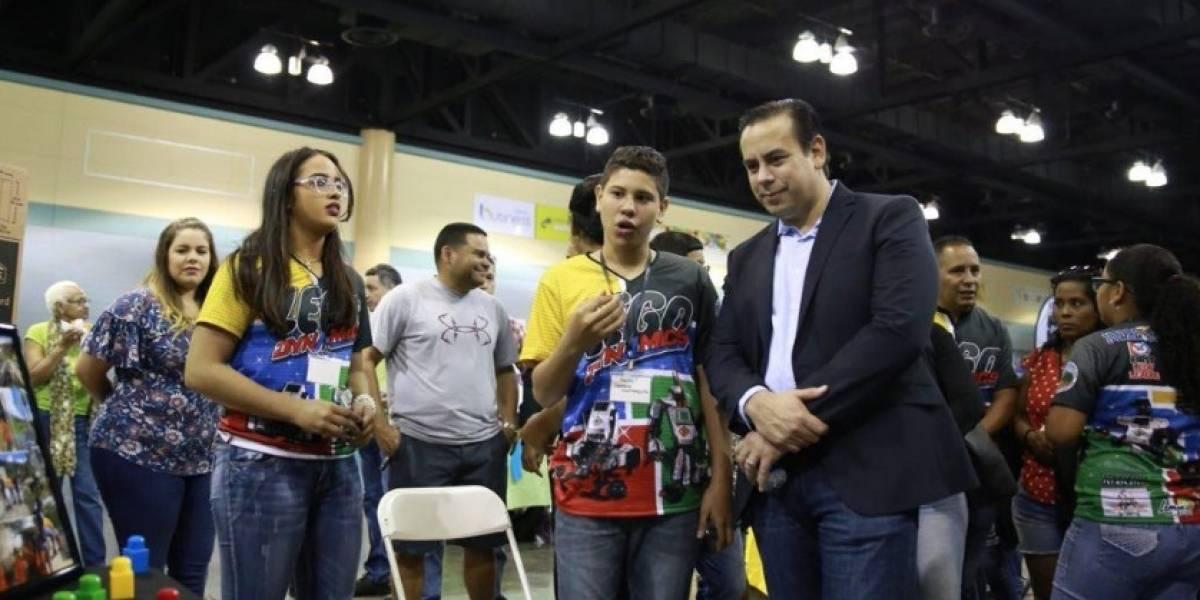 Gobierno reconoce a participantes competencia mundial de robótica
