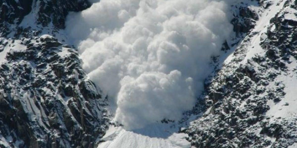 Hallan cuerpos de dos esquiadores tras avalancha