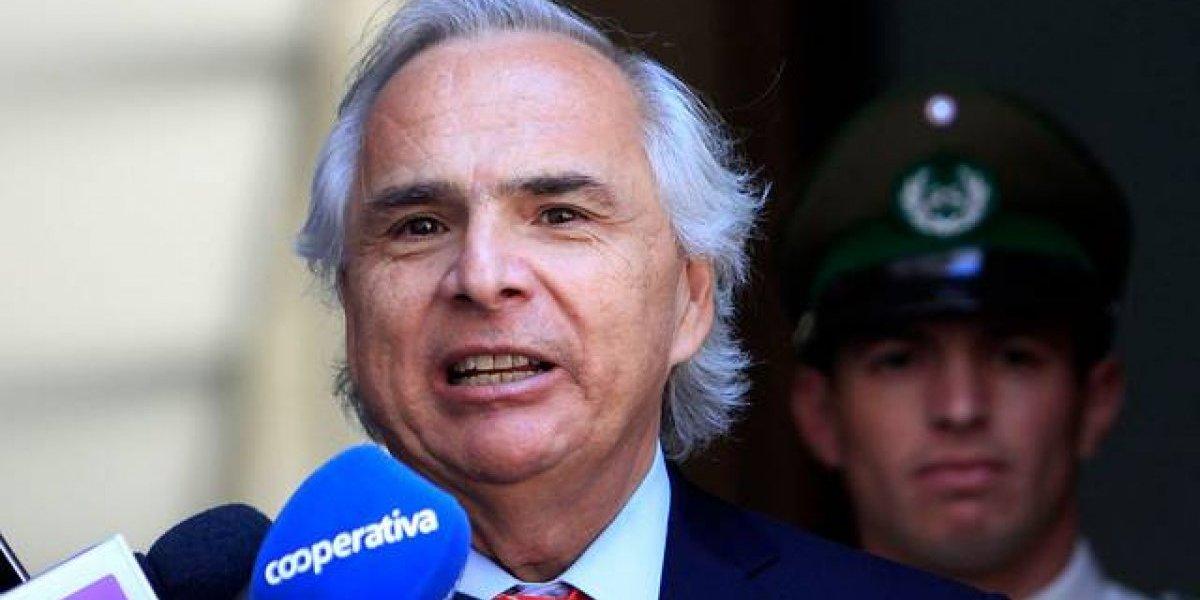 """Chadwick y la salida de Villalobos """"permite llevar adelante reforma de Carabineros"""""""