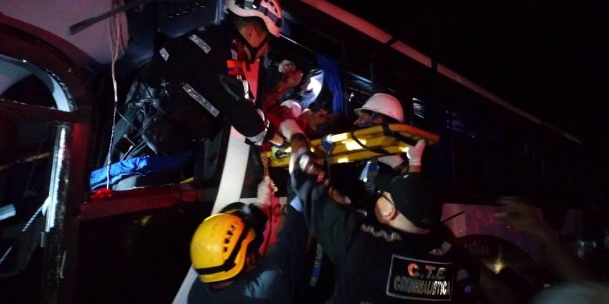 Percance entre autobuses en Ecuador deja 9 muertos y 56 heridos