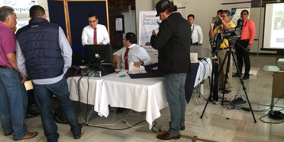 Comisión revisa las tachas contra candidatos a fiscal general