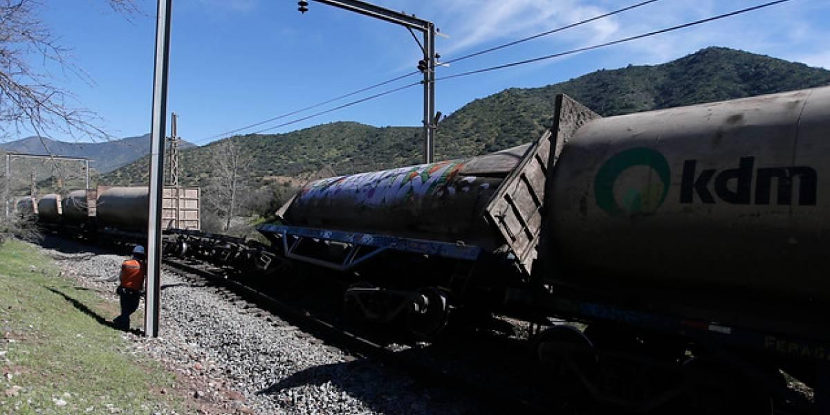 Alarma en Tiltil por paso del tren basurero de KDM con llamas en un vagón