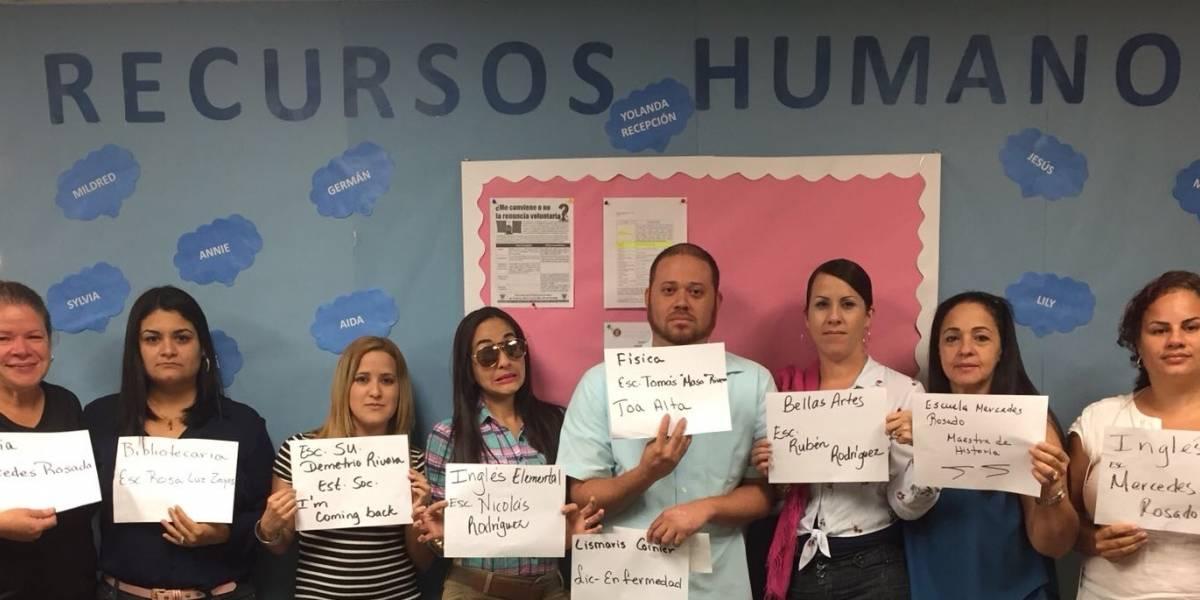 Padres protestan para que le devuelvan a maestros removidos de su plantel