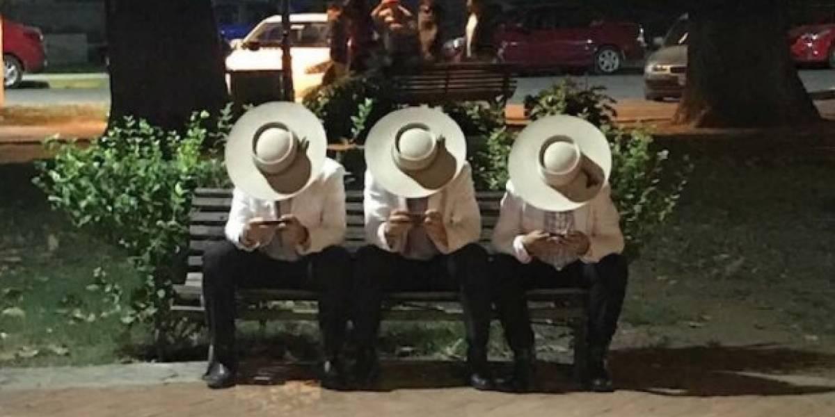 """""""Las chupallas funcionan como antena receptora"""": La genial foto de cómo funciona el wifi en la plaza de Graneros que se volvió viral"""