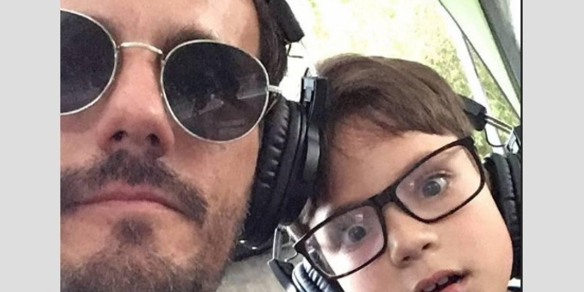 Hijo de Sergio Lagos y Nicole debutó como locutor radial en Lollapalooza