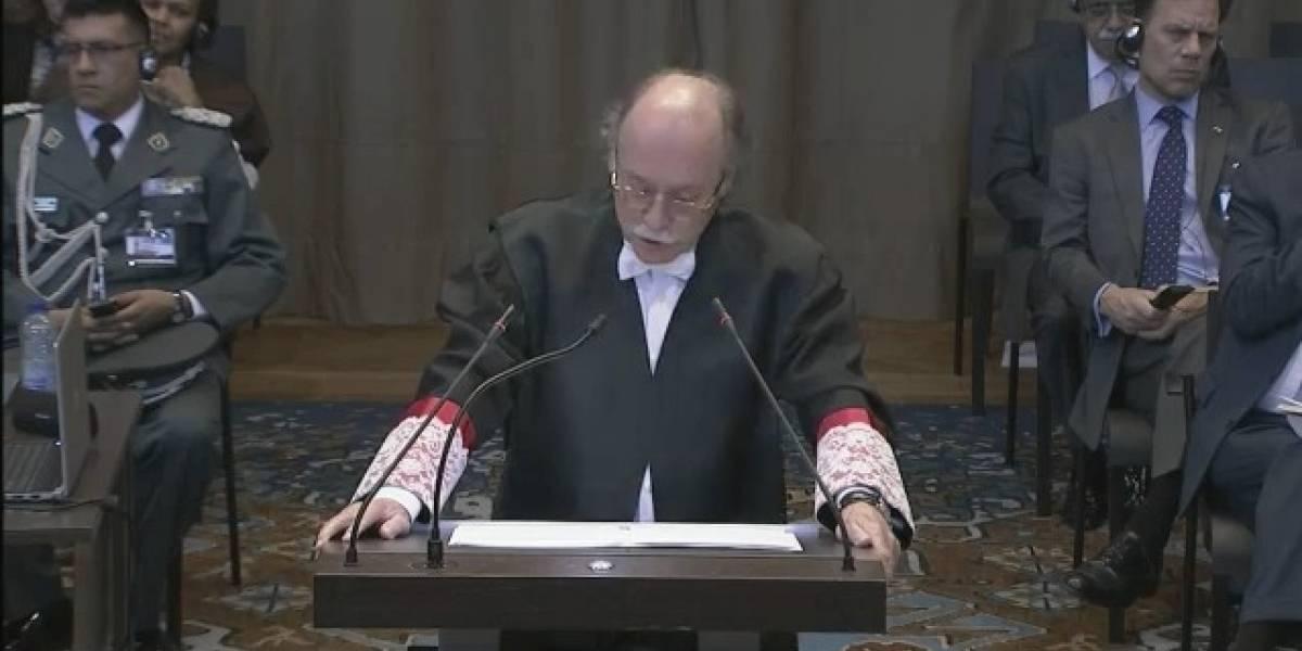 El jurista español Remiro Brótons golpea la mesa y dice que Chile tiene que cumplir sus promesas