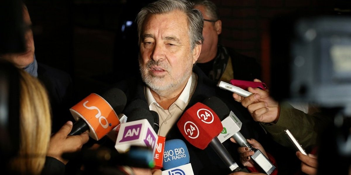 """Alegatos en La Haya: Guillier: """"Morales piensa más en candidatura que en futuro de Bolivia"""""""
