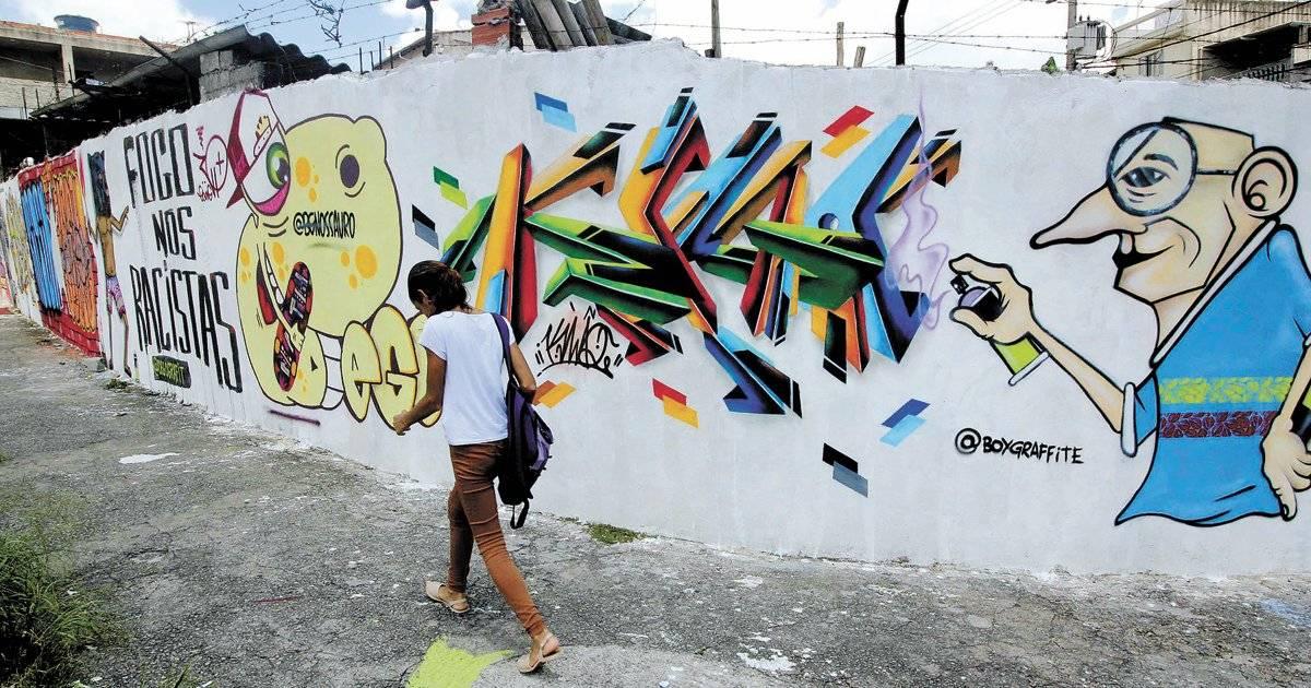 Grafite na rua Louis Pasteur, no Parque Real