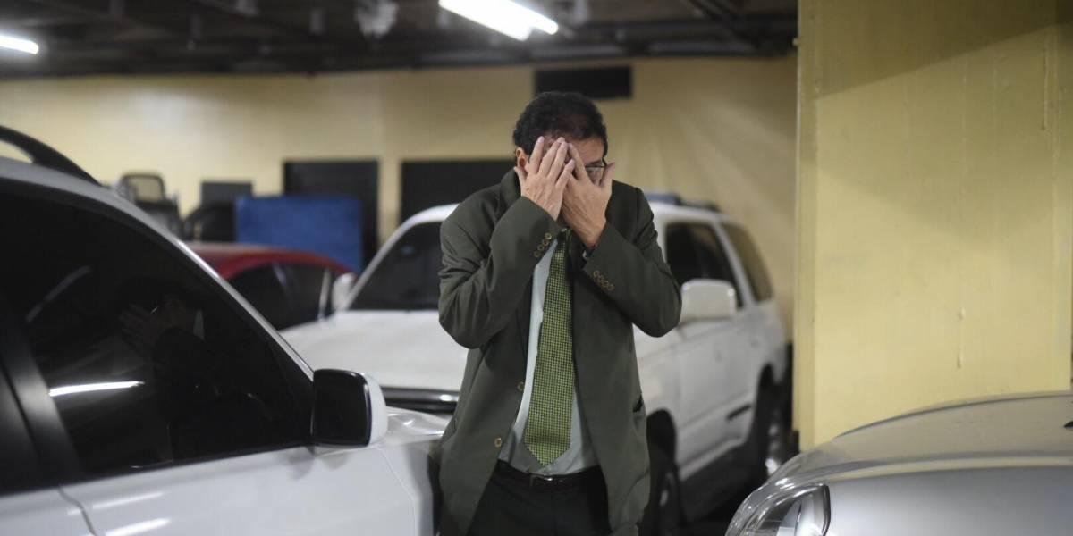 VIDEO. Juez séptimo llega a Tribunales en aparente estado de ebriedad y se refugia en el sótano