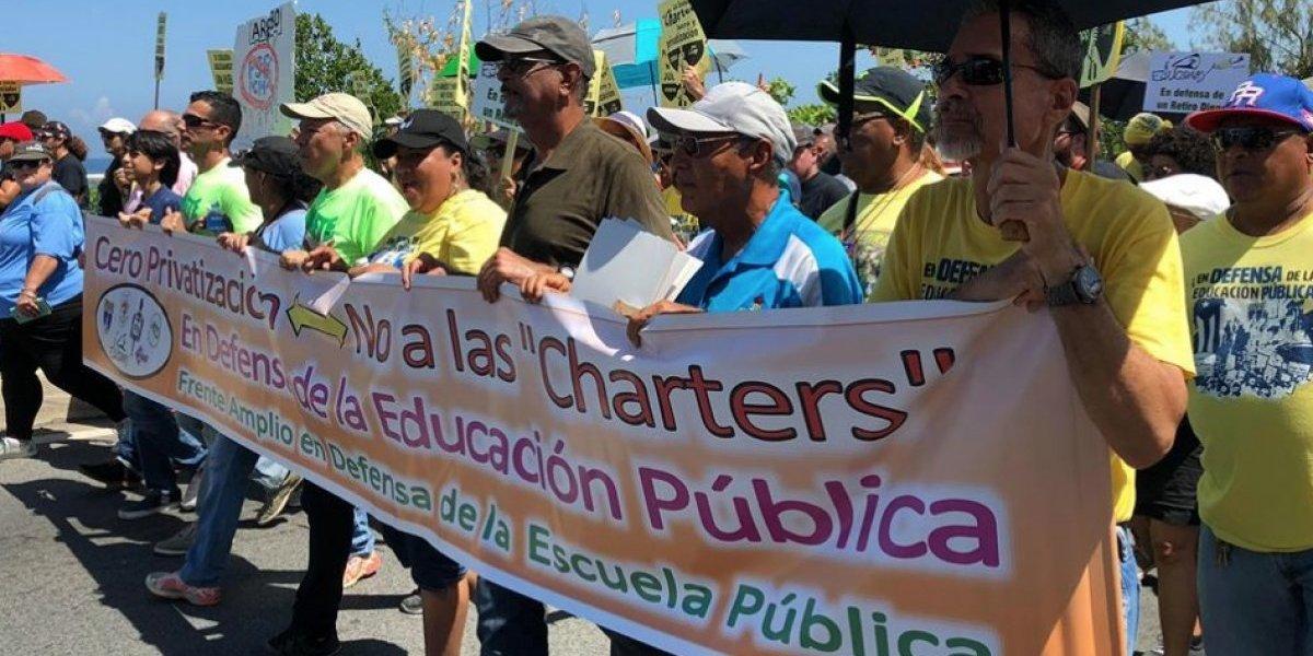 Docentes marchan contra la reforma educativa