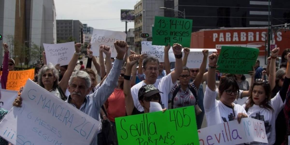 Damnificados del 19S guardan un minuto de silencio a 6 meses de la tragedia