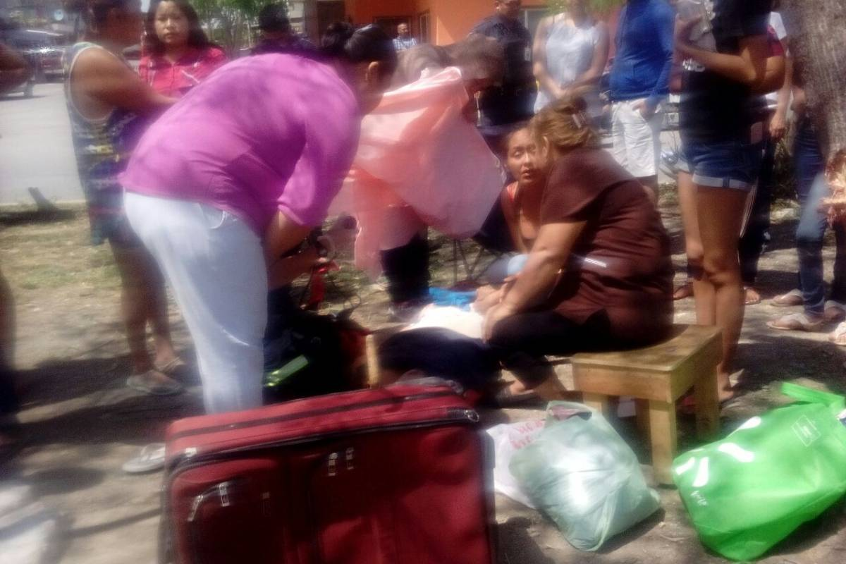 Camioneta atropella a varias personas en mercado de Guadalupe, Nuevo León