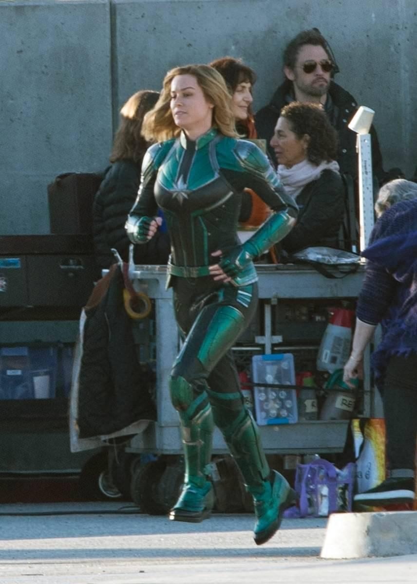 Filtran fotos de la Capitana Marvel con una sonriente Brie