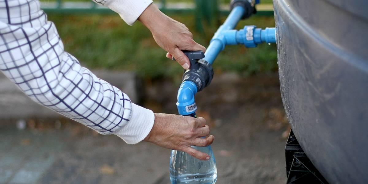 Al menos 140.000 personas afectadas por problemas en suministro de agua en Las Condes y La Reina