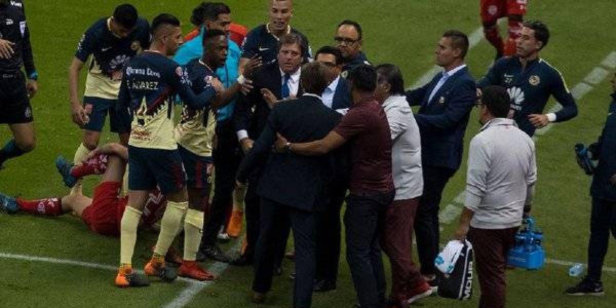 Con un juego, suspenden a Miguel Herrera y Hernán Cristante