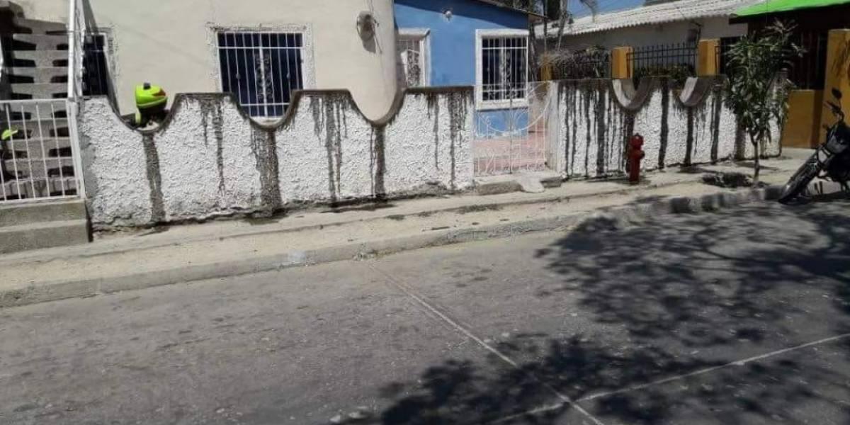 Bañó la terraza de su casa con aceite de cocina quemado para alejar a los niños