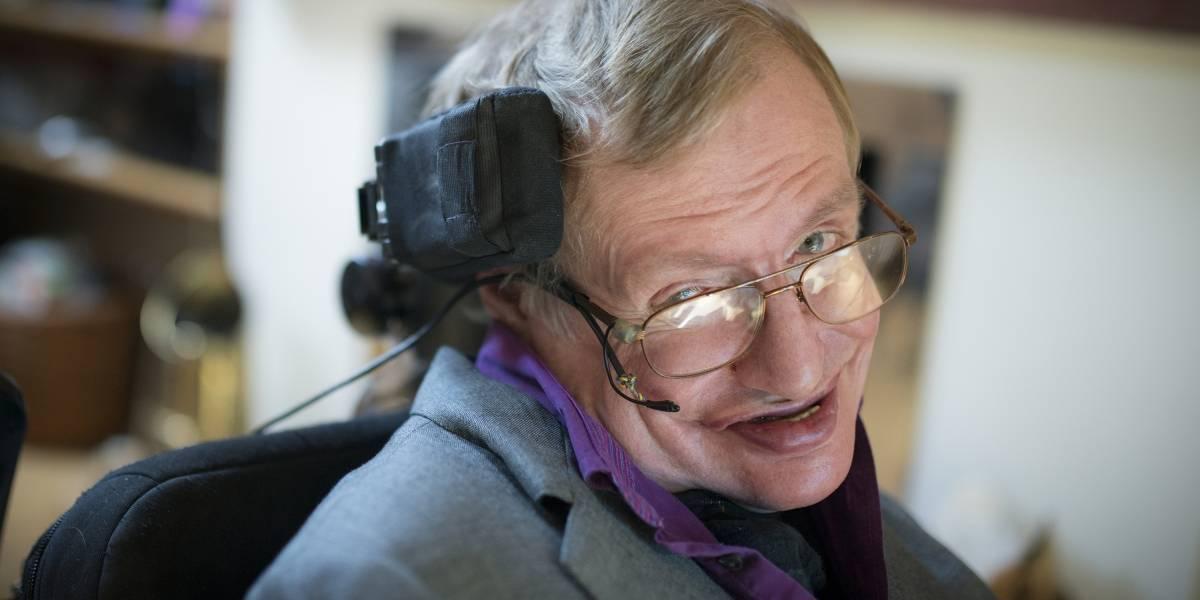 Stephen Hawking al infinito y más allá: la voz del físico teórico viajará por el espacio