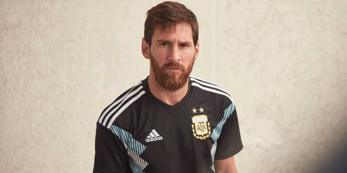 Argentina 'causa' na apresentação de camisa para a Copa