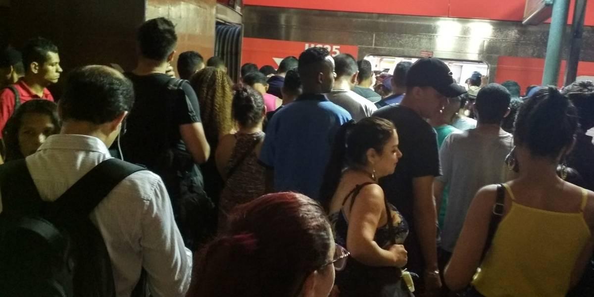 Após tarde de chuva, passageiros enfrentam transtornos na volta para casa