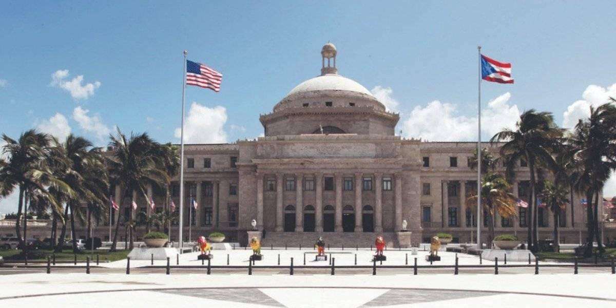 Protestan en Plaza de la Democracia en San Juan en apoyo a Vieques y Culebra