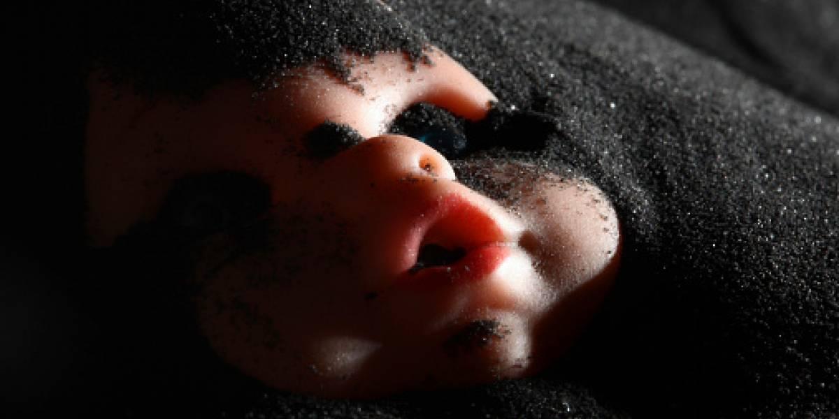 El escalofriante video de un muñeco 'diabólico' en cementerio de Brasil