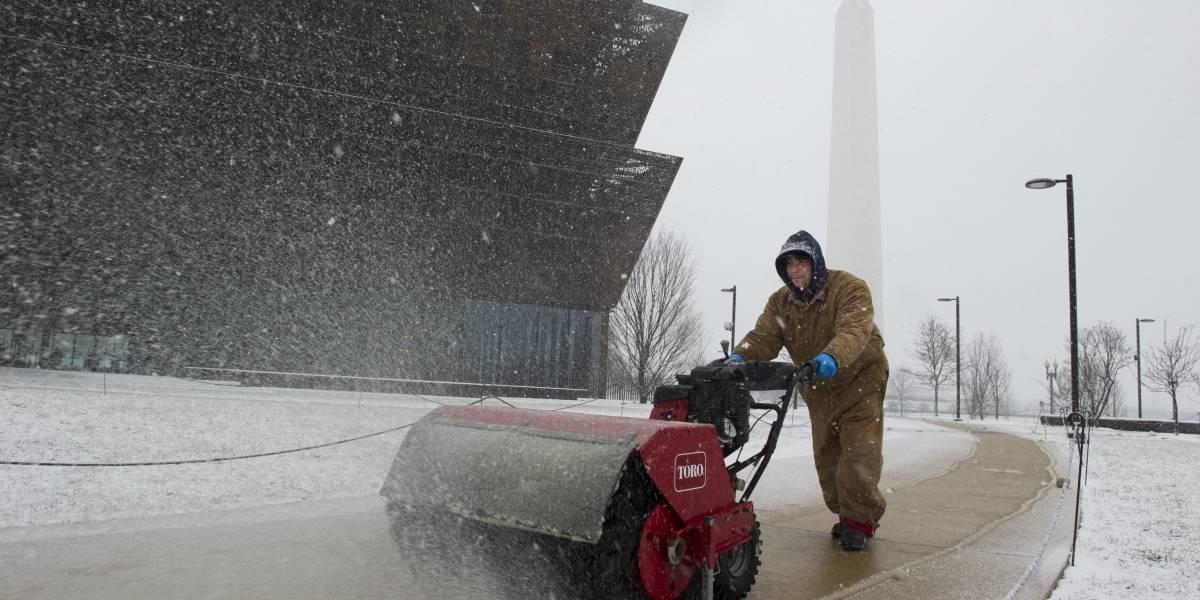 Cancelan más de tres mil vuelos en EU por tormenta de nieve ¡en primavera!