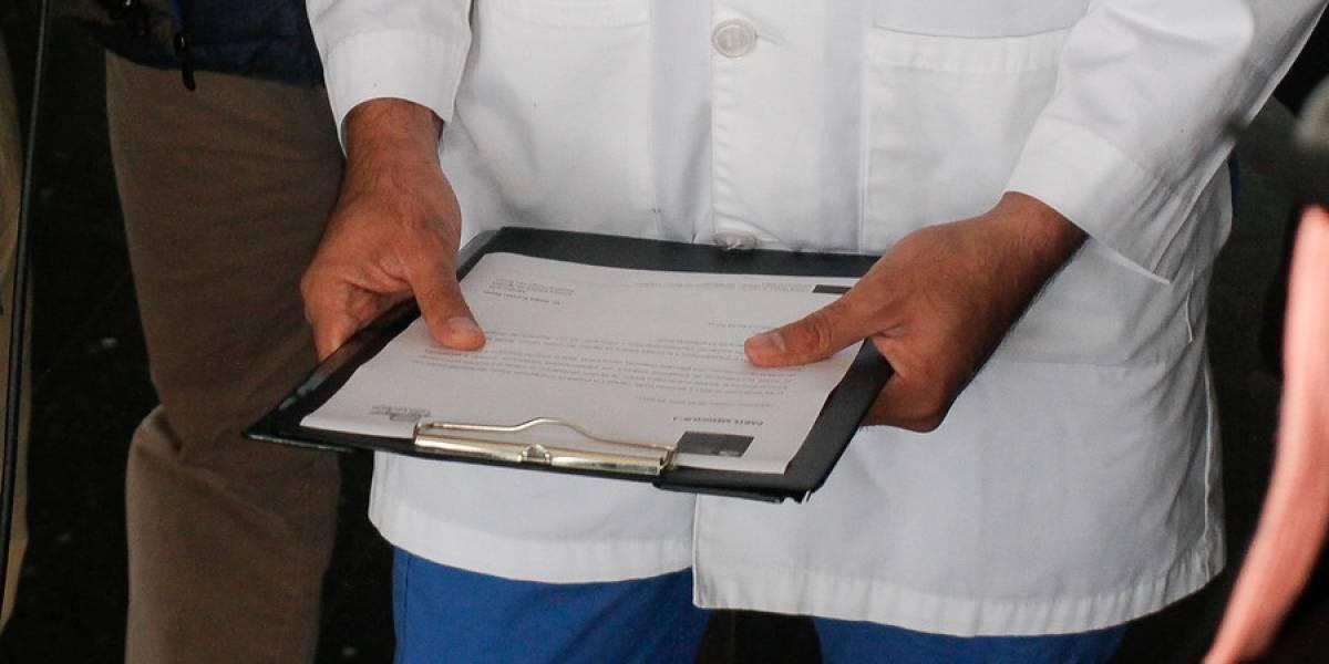 Detuvieron a un urólogo por abusar de dos hombres