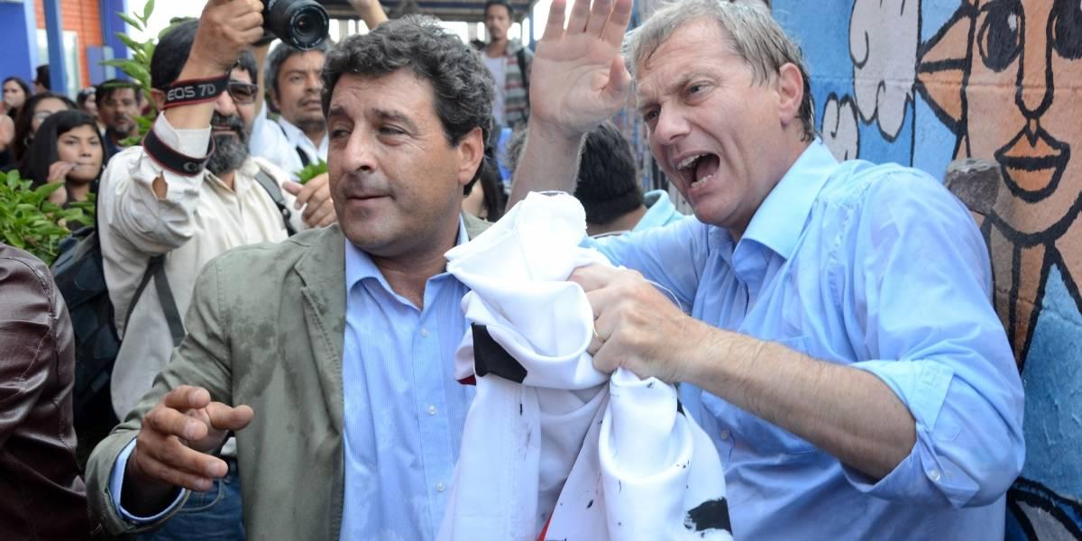 Con botellas y escupos: José Antonio Kast fue agredido en Iquique