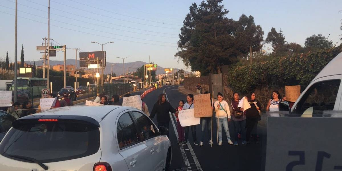 Manifestantes bloquean segundo piso de la Supervía en Periférico