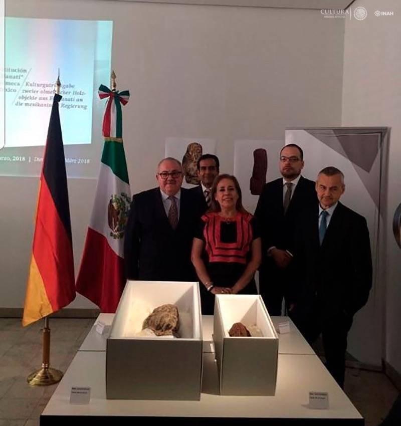 Restituyen a México un par de piezas olmecas traficadas ilícitamente por Leonardo Patterson INAH