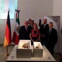 Restituyen a México un par de piezas olmecas traficadas ilícitamente por Leonardo Patterson